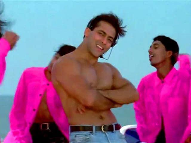 Salman Khan rocks the stage in Oh Oh Jane Jaana from Pyar Kiya To Darna Kya.