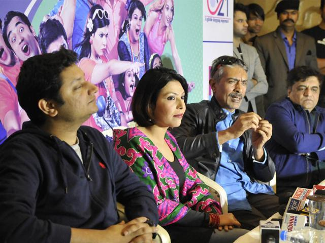 Director Ritesh Menon, Shilpa Shukla, producer Prakash Jha and Swanand Kirkire promote their upcoming film 'Crazy Cukkad Family' in Bhopal on Sunday. (Mujeeb Faruqui/HT photo)