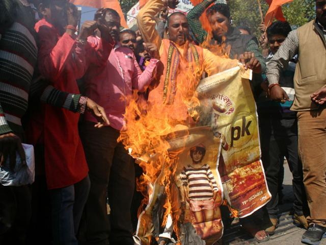 Bajrang-Dal-activists-protest-against-the-screening-of-PK-at-Jyoti-Talkies-in-Bhopal-on-Monday-Bidesh-Manna-HT-photo