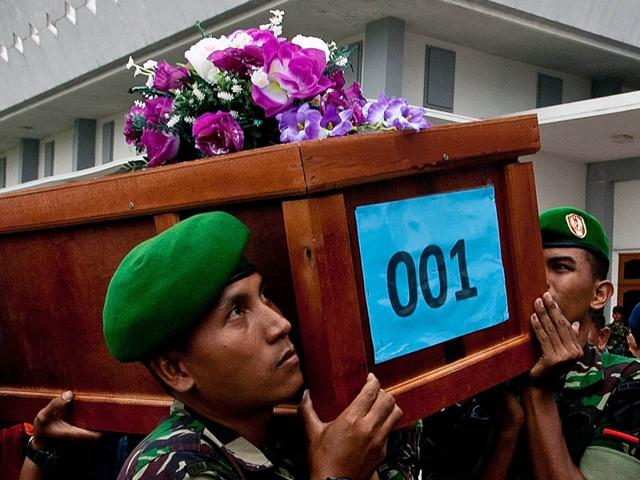 AirAsia-victims-being-returned