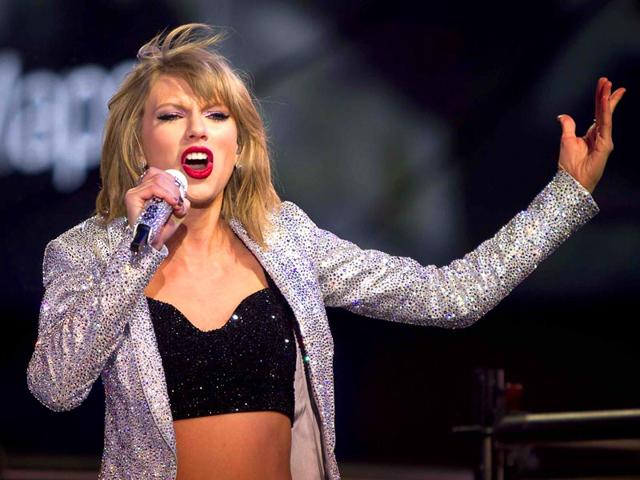 TV-celebrity-Ryan-Seacrest-hosted-a-televised-live-show-ahead-of-the-countdown-to-2015-and-several-musical-acts-including-Taylor-Swift-and-singer-songwriter-Idina-Menzel-are-set-to-perform