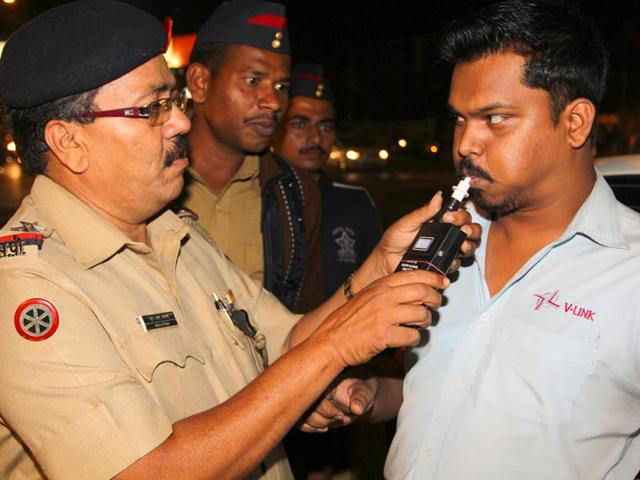 Mumbai-traffic-cops-used-breath-analysers-to-keep-a-check-on-drivers-driving-under-influence-on-the-eve-of-the-New-year-in-Andheri-Mumbai-Prodip-Guha-HT-photo