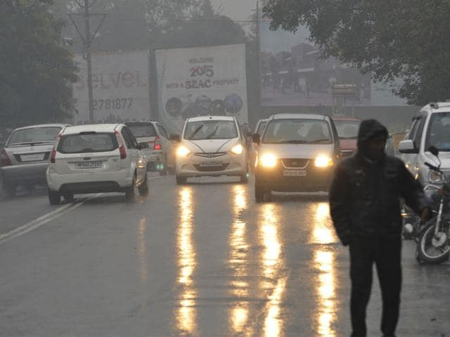 Life-was-thrown-out-of-gear-by-light-to-moderate-showers-in-Bhopal-right-from-Thursday-morning-Praveen-Bajpai-HT-photo