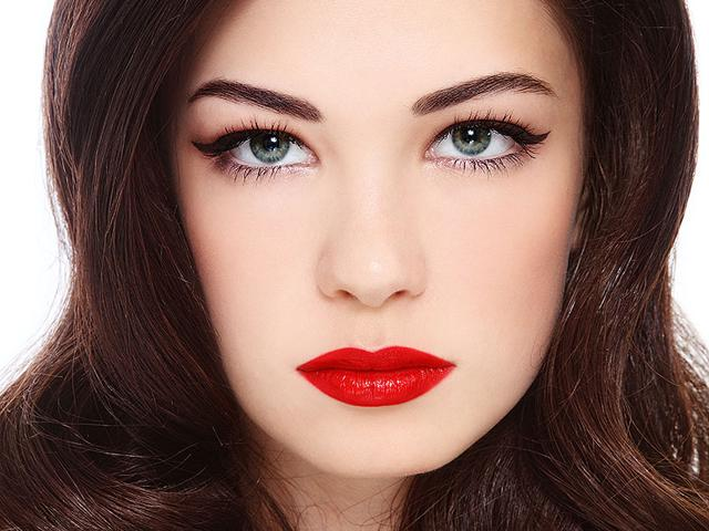 Cat-eye-make-up-is-a-universal-trick-that-looks-great-on-just-about-everyone-Shutterstock