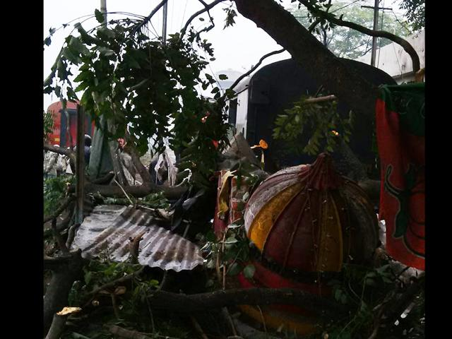 Two injured as spare rly rake dashes into temple in Gwalior