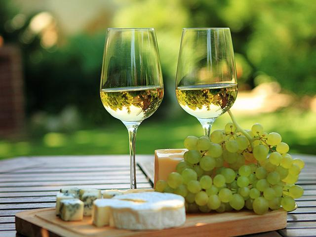 Beware! White wine can leave you depressed