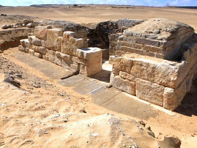 egyptian queen khentakawess iii,khentakawess iii,pharaoh neferefre