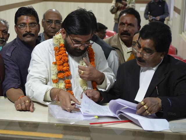 Congress-mayoral-candidate-for-Bhopal-Kailash-Mishra-files-nomination-at-the-collectorate-in-Bhopal-on-Tuesday-Mujeeb-Faruqui-HT-photo