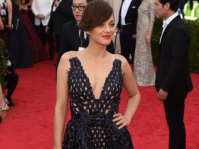 Marion Cotillard: Representing French elegance at the 2014 Costume Institute Gala in New York, the actress wore a retro sideswept twist. The perfect hairstyle to frame her lovely face and draw attention to her scarlet lips.