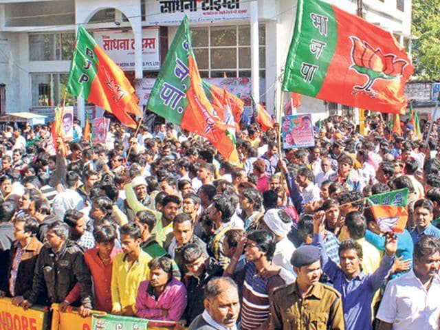 BJP-and-Congress-supporters-assemble-in-large-numbers-in-Indore-on-Tuesday-Shankar-Mourya-HT-photo