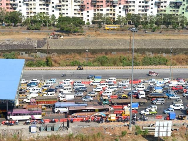 Navi Mumbai toll plaza,Thane toll plaza,special debit card with automated sensors