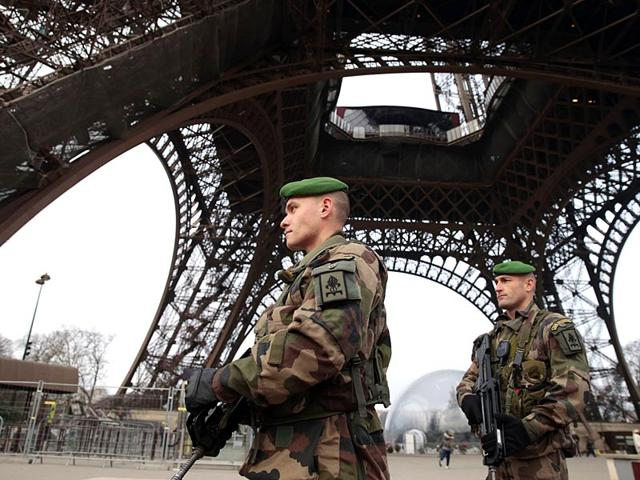 French-soldiers-patrol-in-front-of-the-Eiffel-Tower-in-Paris-in-the-wake-of-an-attack-on-French-satirical-newspaper-Charlie-Hebdo-AFP-photo