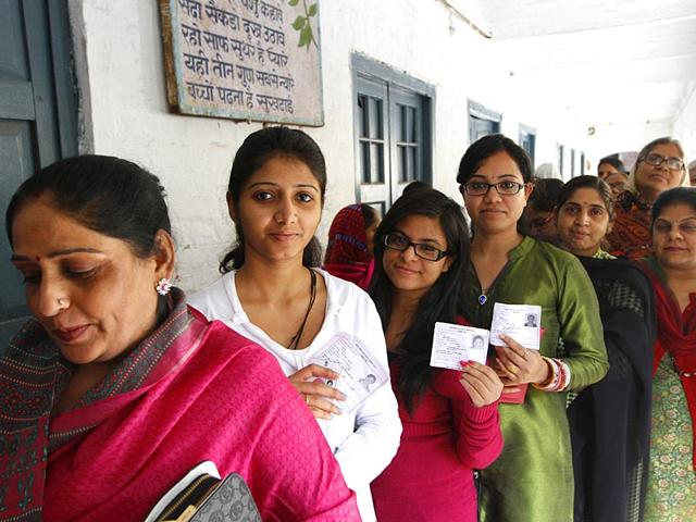 People-wait-to-cast-to-their-votes-during-2013-Delhi-assembly-elections-HT-Photo