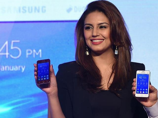 Huma-Qureshi-poses-during-the-launch-of-the-Samsung-Z1-smartphone-at-a-function-in-New-Delhi-Photo-AFP-Sajjad-Hussain