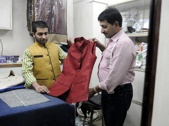 A-customer-takes-a-look-at-the-Modi-style-jacket-in-Indore-on-Tuesday-Arun-Mondhe-HT-Photo