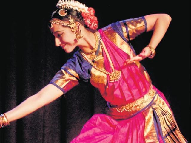 Rashmi-Khanna-is-one-of-the-performers