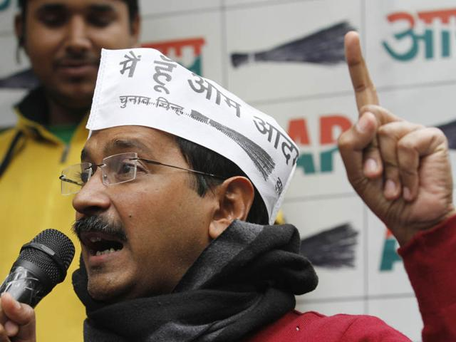Aam-Aadmi-Party-AAP-convenor-Arvind-Kejriwal-and-BJP-chief-ministerial-candidate-Kiran-Bedi-had-once-fought-together-against-corruption-as-part-of-Team-Anna