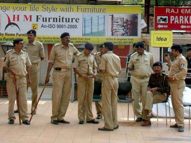 Mumbai: House help drugs couple, flees with cash, valuables