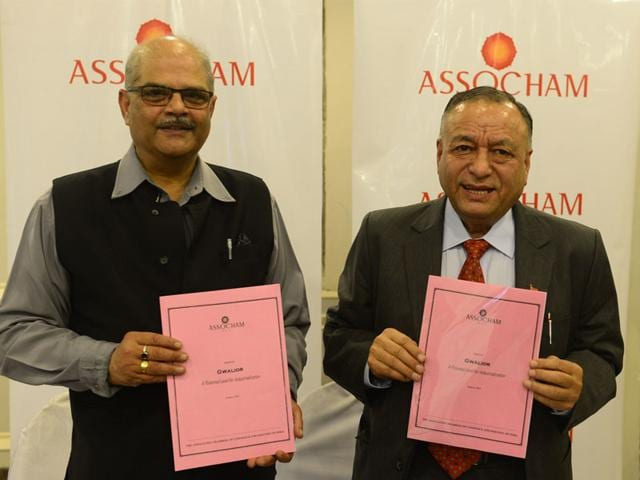 ASSOCHAM-director-U-K-Joshi-and-General-Secretary-D-S-Rawat-releasing-study-on-Gwalior-in-Bhopal-on-Wednesday-Mujeeb-faruqui-HT-photo
