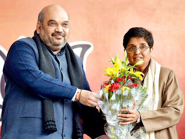 BJP-president-Amit-Shah-presents-a-bouquet-to-former-IPS-officer-Kiran-Bedi-to-welcome-her-into-the-party-during-a-press-conference-in-New-Delhi-PTI-photo
