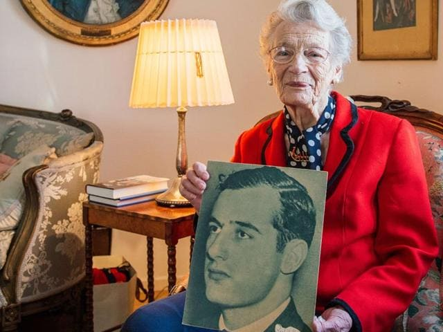 Nina-Lagergren-L--93-year-old-half-sister-of-Raoul-Wallenbergen-sits-next-sits-to-her-granddaughter-41-year-old-Cecilia-Aahlberg-at-her-apartment-on-January-13-2015-in-Djursholm-near-Stockholm-AFP-Photo