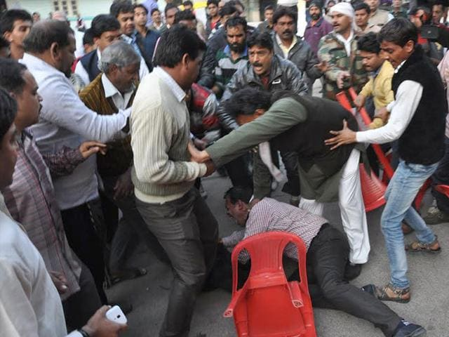 Congressmen-exchange-fisticuffs-in-the-presence-of-state-Congress-chief-Arun-Yadav-in-Indore-on-Friday-Arun-Mondhe-HT-photo