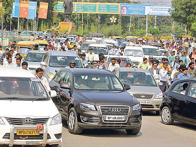 According-to-Indore-traffic-police-figures-436-people-died-in-road-accidents-in-Indore-in-2014-marginally-less-than-451-people-in-2013-HT-file-photo