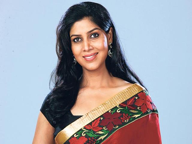 Sakshi-Tanwar-will-soon-be-seen-hosting-Code-Red-on-COLORS-TV