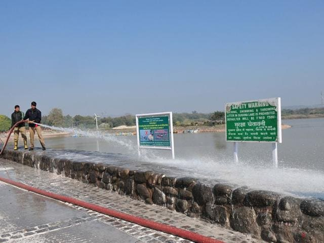Lime-being-washed-off-at-Sukhna-Lake
