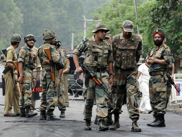 Srinagar,improvised explosive device,security forces