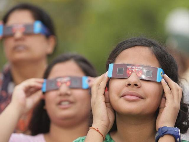 Children-view-transit-of-Venus-across-the-Sun-through-special-sun-viewing-glasses-at-Pushpa-Gujral-HT-Photo