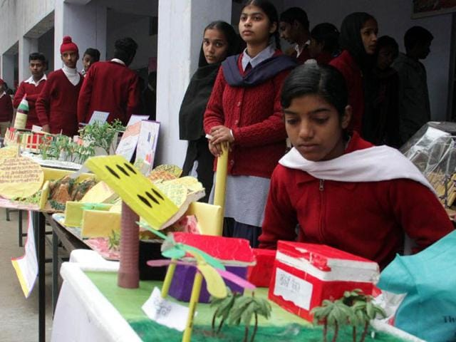 Students-displaying-models-during-science-exihibition-JS-Grewal-HT