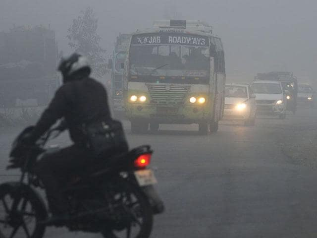 Commuters-make-their-way-through-thick-fog-in-Amritsar-on-Tuesday-Sameer-Sehgal-HT
