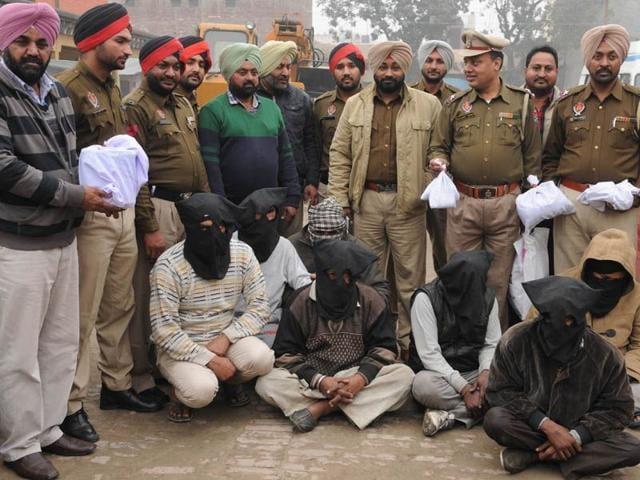 Arrested-drug-peddlers-Pardeep-Pandit-HT