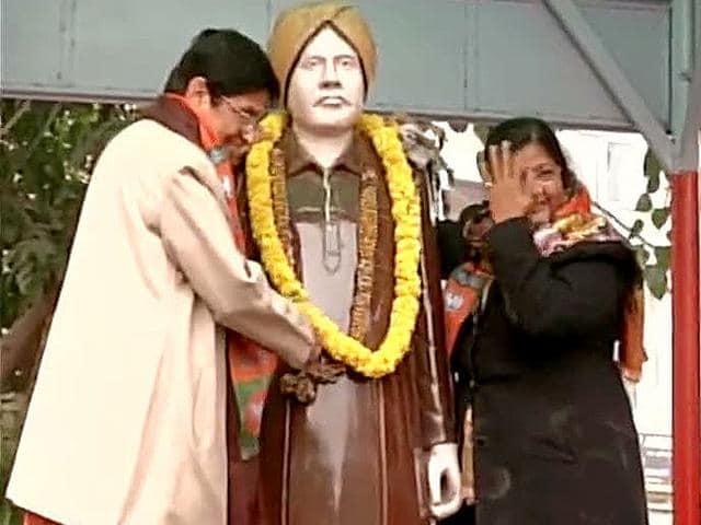 BJP-s-Delhi-CM-nominee-Kiran-Bedi-on-Wednesday-came-under-fire-from-Arvind-Kejriwal-for-putting-her-party-s-scarf-around-a-statue-of-freedom-fighter-Lala-Lajpat-Rai-ANI-photo