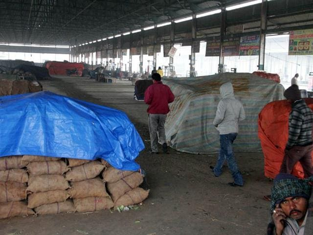 The-vegetable-market-wearing-a-deserted-look-as-vendors-went-on-indefinite-strike-in-Ludhiana-on-Tuesday-JS-Grewal-HT