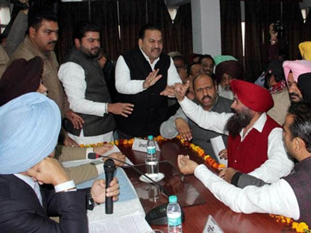 Councillors-arguing-with-mayor-Harcharan-Singh-Gohalwaria-during-a-House-meeting-in-Ludhiana-on-Tuesday-JS-Grewal-HT