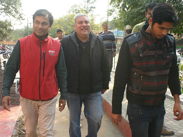 Amit-Pandey-centre-being-taken-to-district-court-in-Bhopal-on-Wednesday-Bidesh-Manna-HT-photo