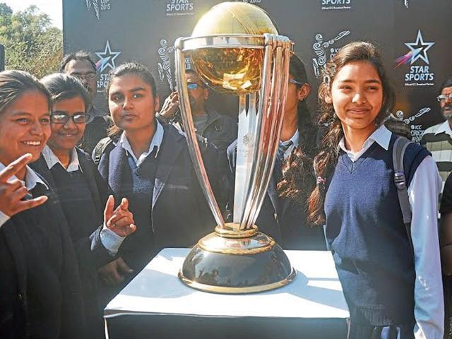 Students Of Jawahar Vidhya Mandir Watching Close Look
