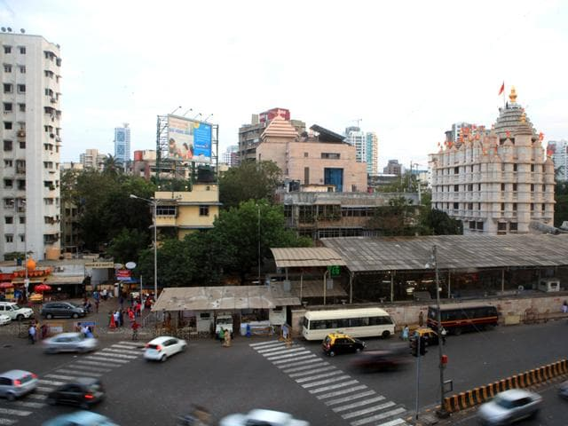 Security-outside-Siddhivinayak-Temple-in-Mumbai-was-beefed-up-after-intelligence-agencies-issued-an-alert-Kunal-Patil-HT-photo