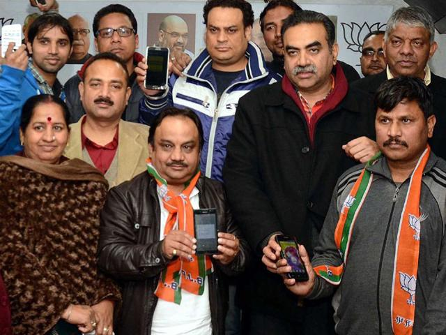 Satish-Kainth-left-joined-the-BJP-in-the-presence-of-Chandigarh-unit-chief-Sanjay-Tandon-at-the-Punjab-party-office-in-Sector-37-Sanjeev-Sharma-HT