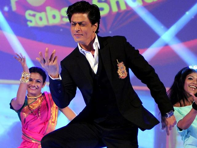 In-the-air-Shah-Rukh-Khan-during-the-launch-of-the-new-Hindi-general-entertainment-television-channel-amp-TV-and-its-flagship-show-Poochega-Sabse-Shaana-Kaun-in-Mumbai-on-January-21-2015-AFP-Photo