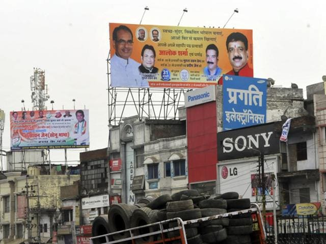 The-hoardings-of-both-Congress-and-BJP-jostle-for-space-at-Imami-Gate-in-ward-number-21-of-old-Bhopal-Praveen-Bajpai-HT-photo