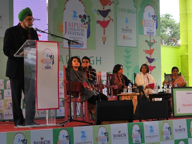 Navtej-Sarna-Rakhshanda-Jalil-Rohan-Murty-C-Mrunalini-Maithree-Wickramasinghe-Sharmila-Sen-Yatindra-Mishra-and-Sheldon-Pollock-at-asession-on-The-Murty-Clasical-Library-of-India-during-the-Literature-Festival-in-Jaipur-on-Friday-23-January-2015-Photo-Mohd-Zakir-HT