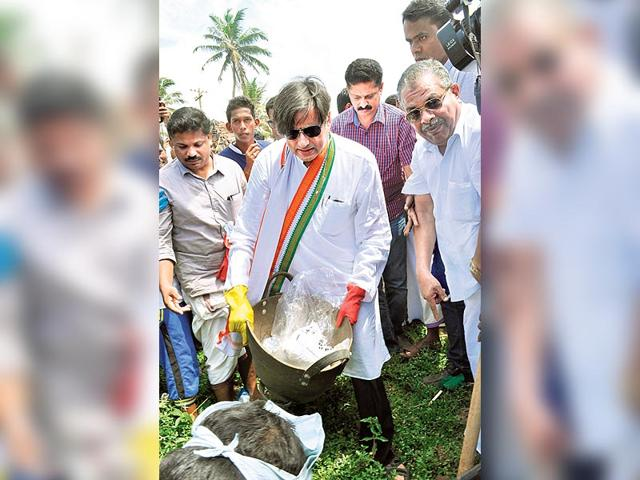 Congress-leader-Shashi-Tharoor-kicking-off-the-Swachh-Bharat-campaign-in-his-constituency-in-Thiruvananthapuram-Narendra-Modi-had-invited-him-to-be-part-of-the-initiative-HT-Photo
