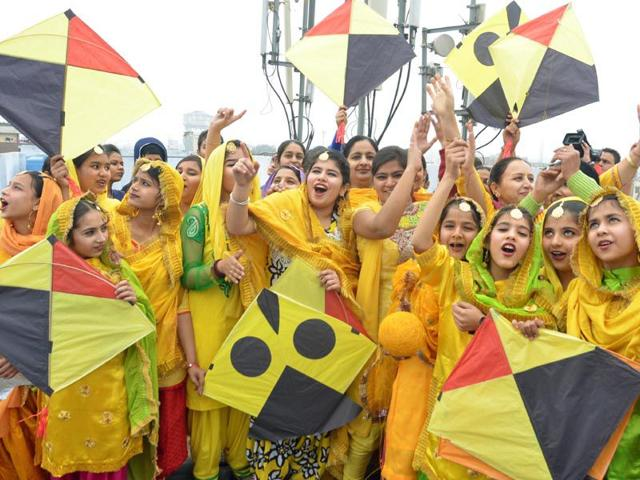 Girls-dressed-in-traditional-attire-celebrating-Basant-Panchami-the-festival-of-kites-in-the-holy-city-of-Amritsar