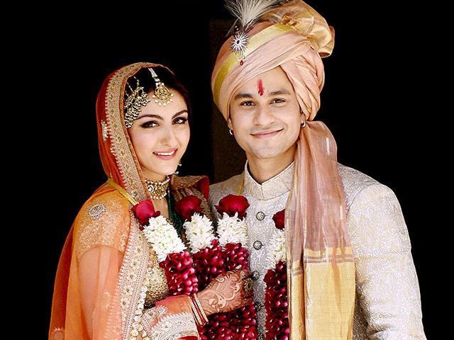 In Pics: Soha Ali Khan, Kunal Kemmu's Intimate Wedding