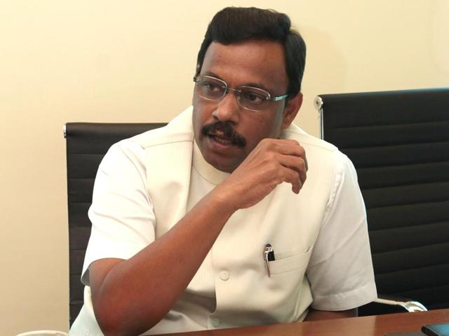 Mumbai: Tawde wants teachers to visits new students homes
