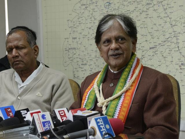 Congress-leader-Anil-Shastri-interacts-with-mediapersons-at-Pradesh-Congress-Committee-office-in-Bhopal-on-Wednesday-HT-photo