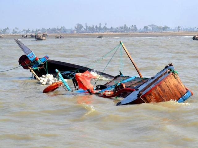 The-sinking-boat-which-was-carrying-migrants-headed-for-Malaysia-drifts-in-the-waters-off-Kutubdia-in-the-Cox-s-Bazaar-District-AFP-Photo
